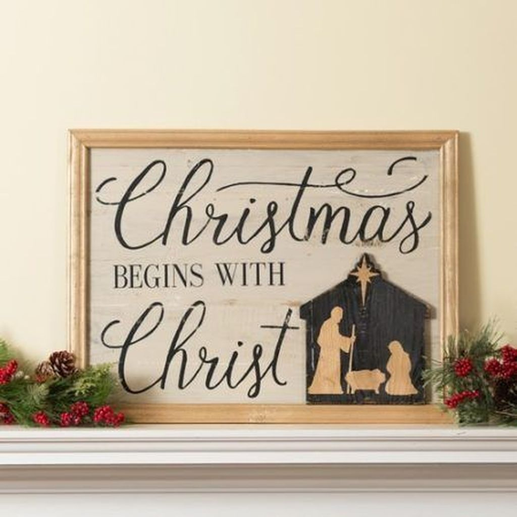 Lovely Christmas Wall Decor Ideas For Your Homes 39
