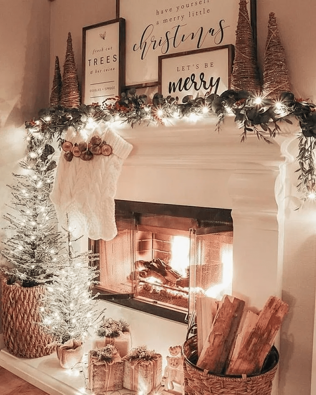 Lovely Christmas Wall Decor Ideas For Your Homes 43