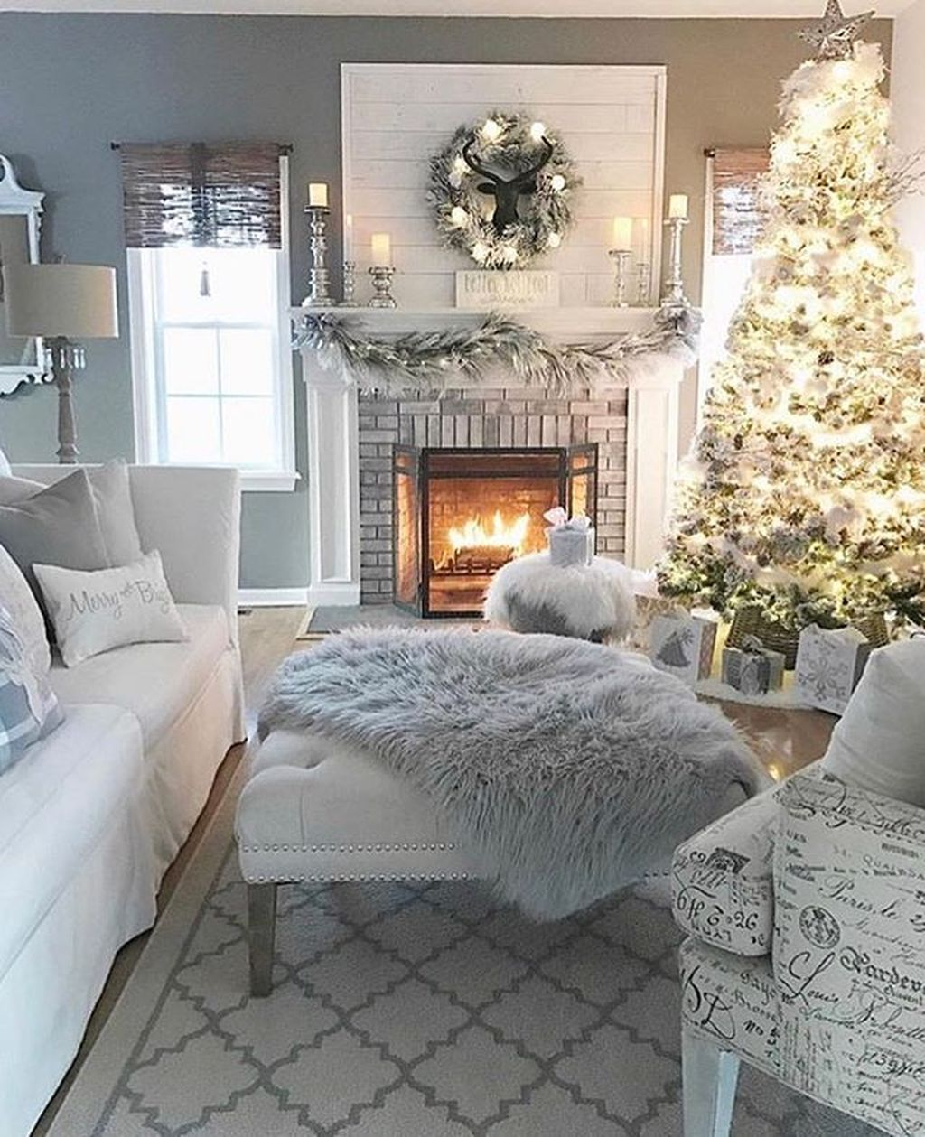 Lovely Winter Wonderland Home Decoration Ideas Look Beautiful 22