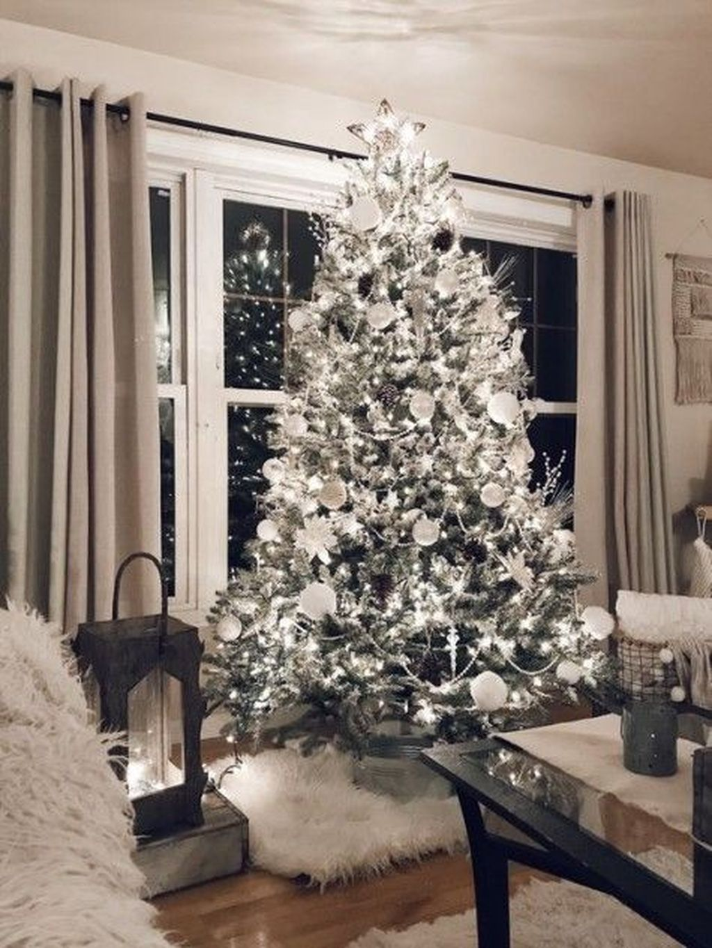 Lovely Winter Wonderland Home Decoration Ideas Look Beautiful 34