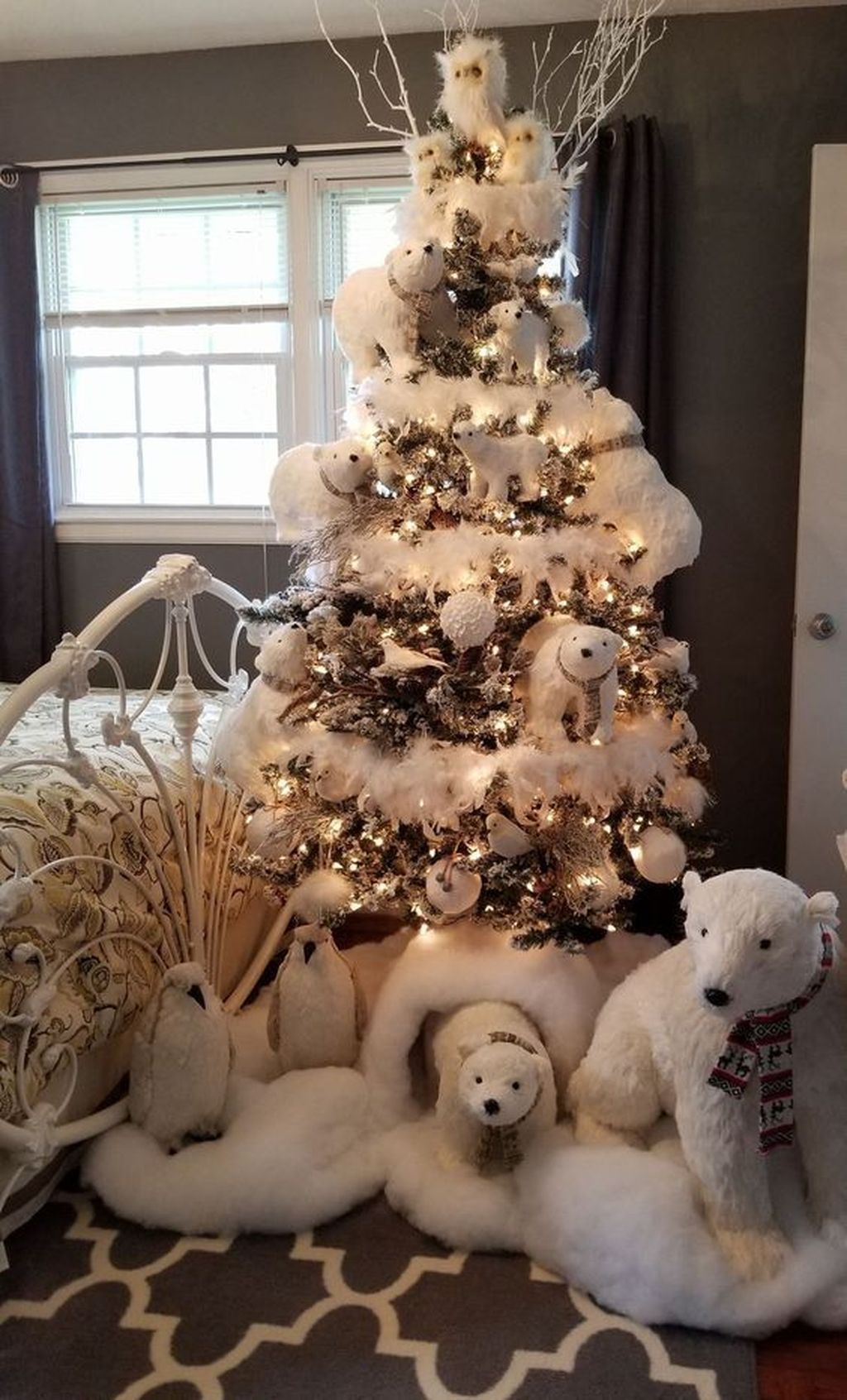 Lovely Winter Wonderland Home Decoration Ideas Look Beautiful 40