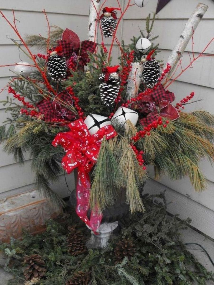 Perfect Outdoor Winter Planters Ideas 04