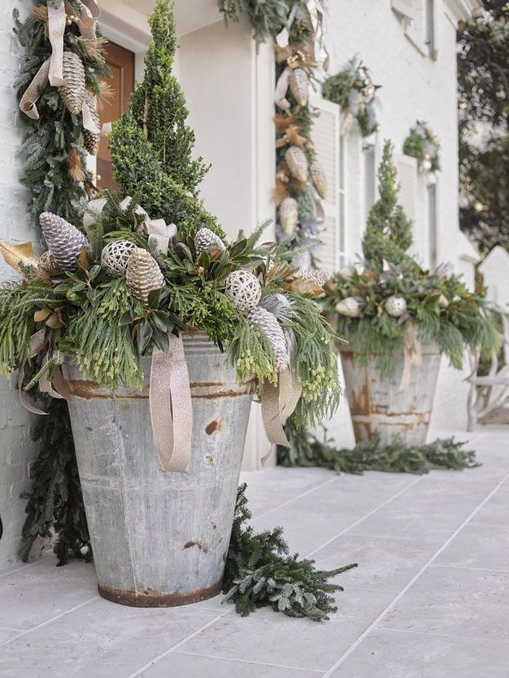 Perfect Outdoor Winter Planters Ideas 05