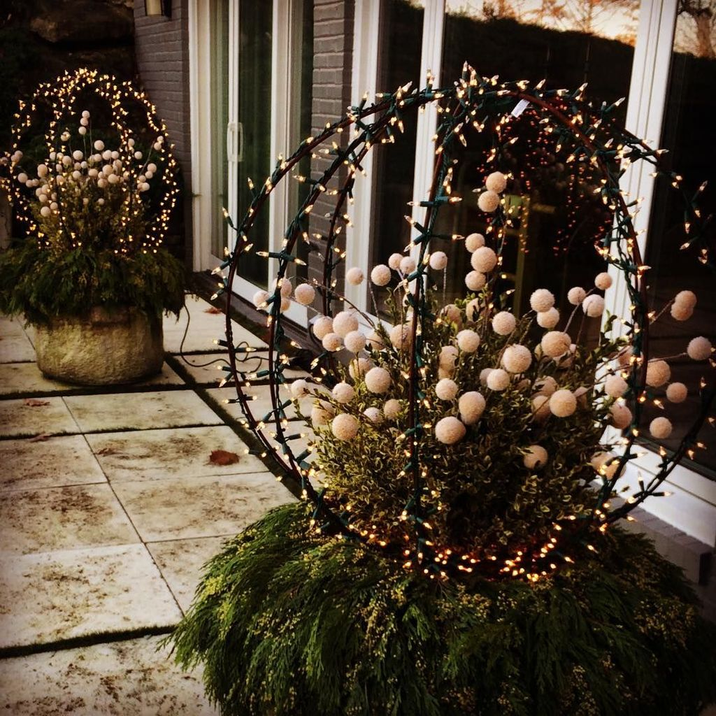 Perfect Outdoor Winter Planters Ideas 07