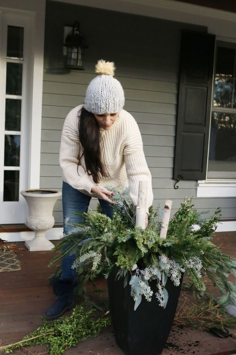 Perfect Outdoor Winter Planters Ideas 14