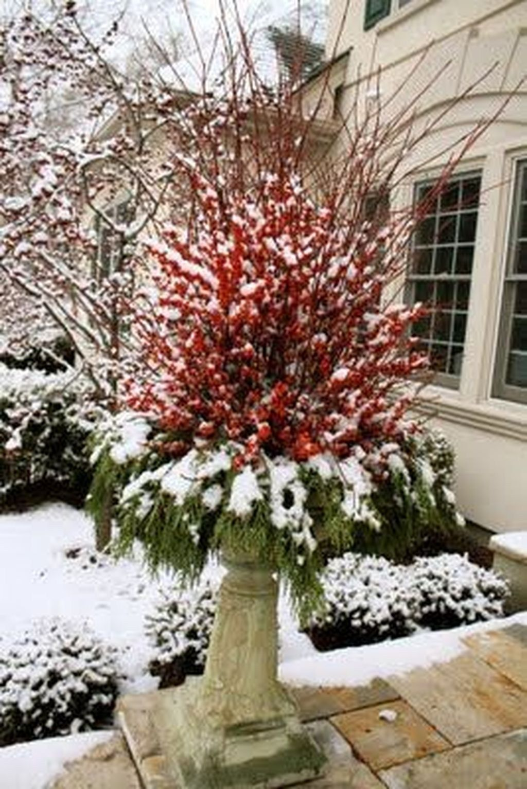 Perfect Outdoor Winter Planters Ideas 18