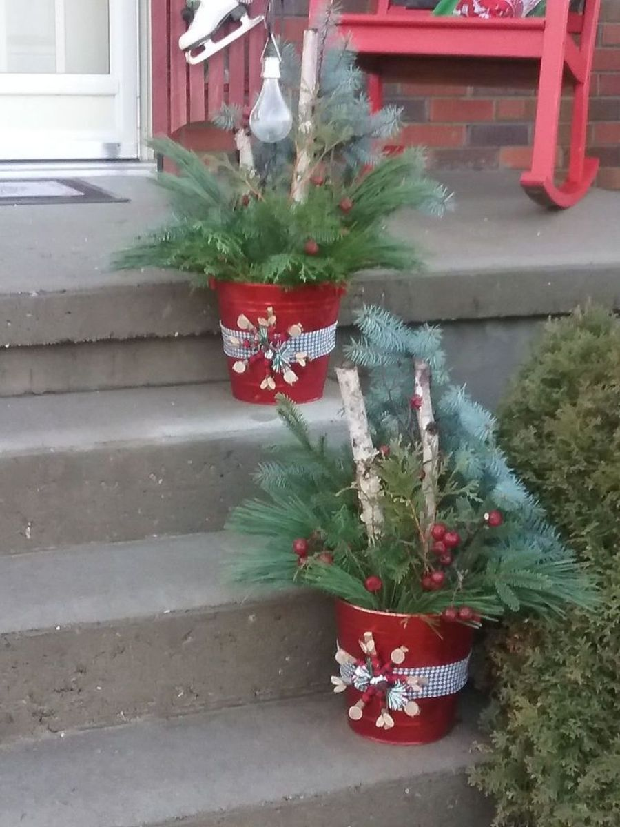 Perfect Outdoor Winter Planters Ideas 19