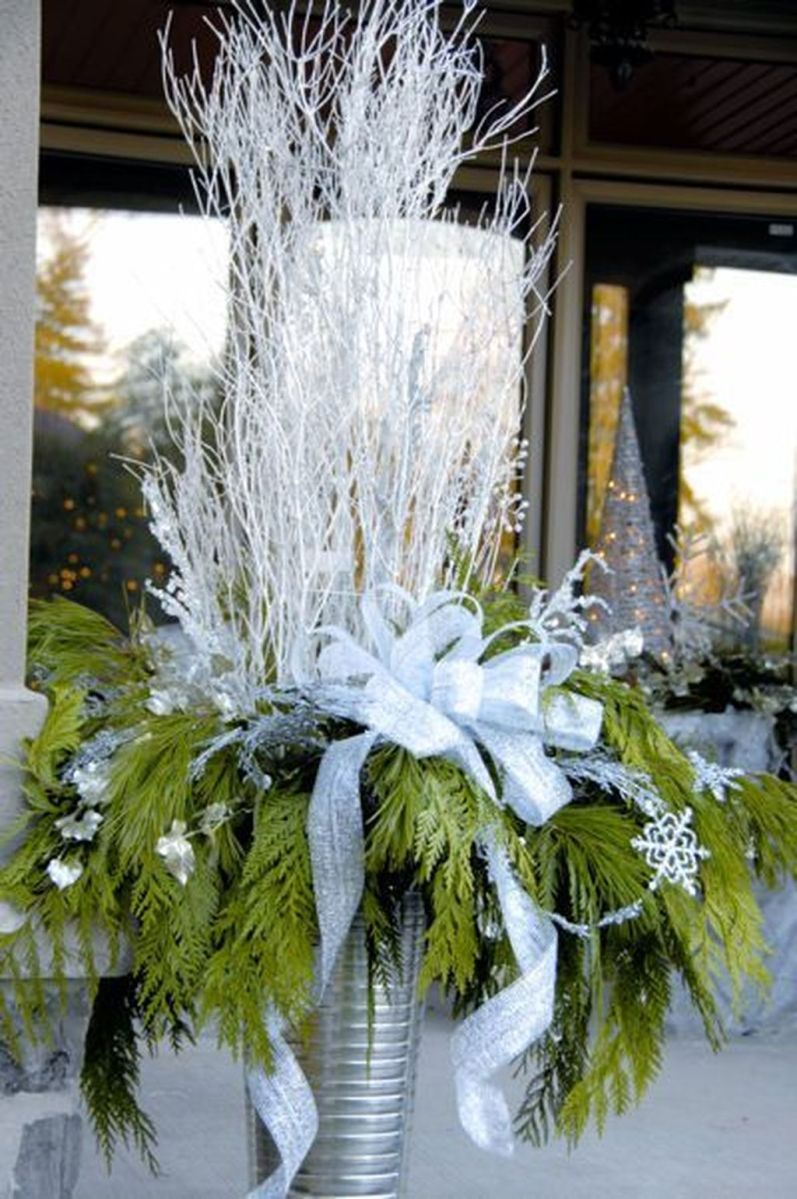 Perfect Outdoor Winter Planters Ideas 28
