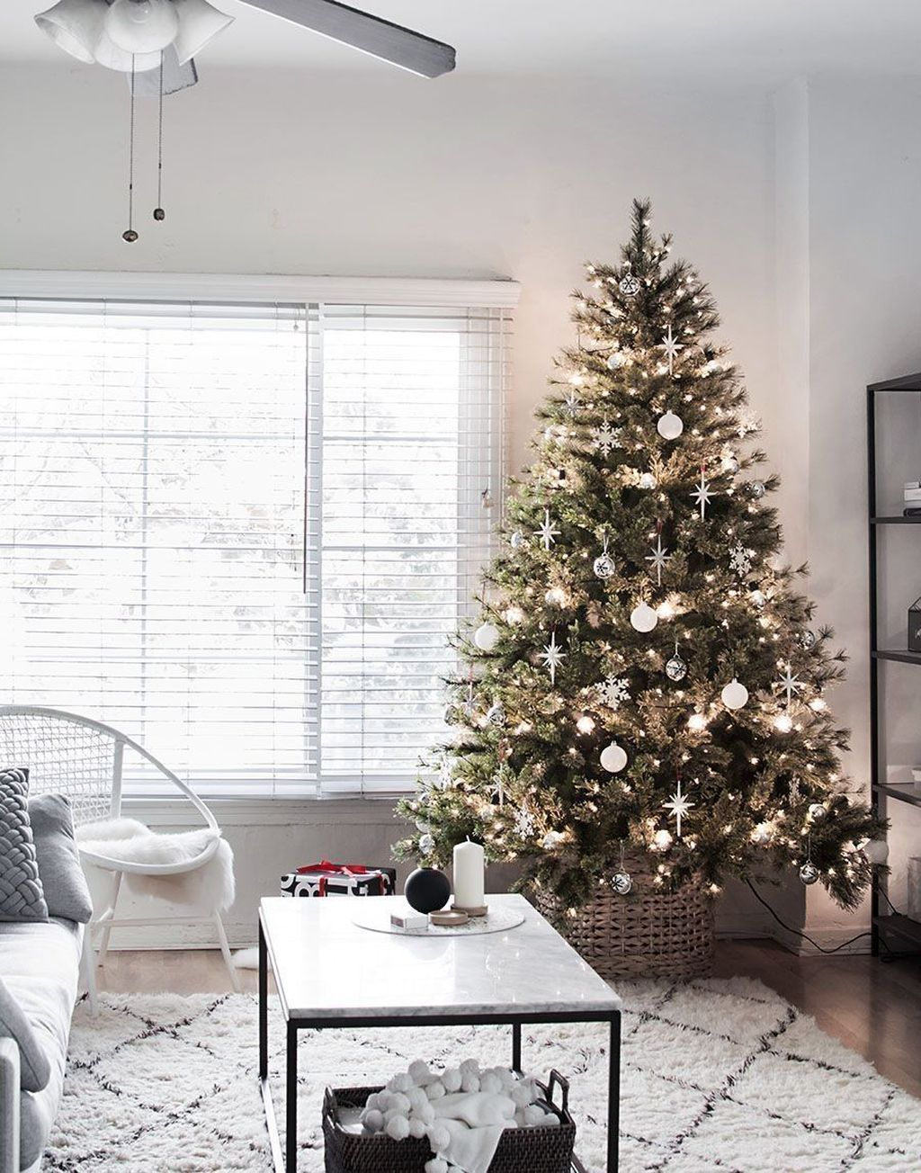 Popular Christmas Theme Apartment Decorations 35