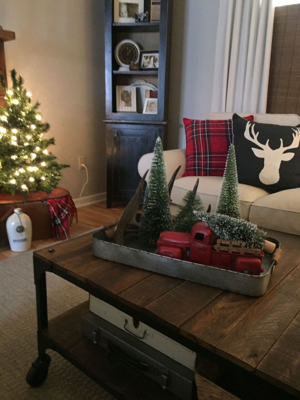 Popular Christmas Theme Coffee Table Decoration Ideas 06