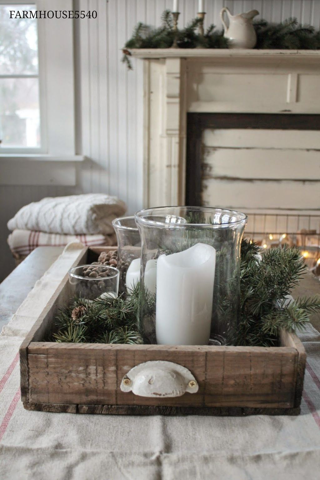 Popular Christmas Theme Coffee Table Decoration Ideas 16