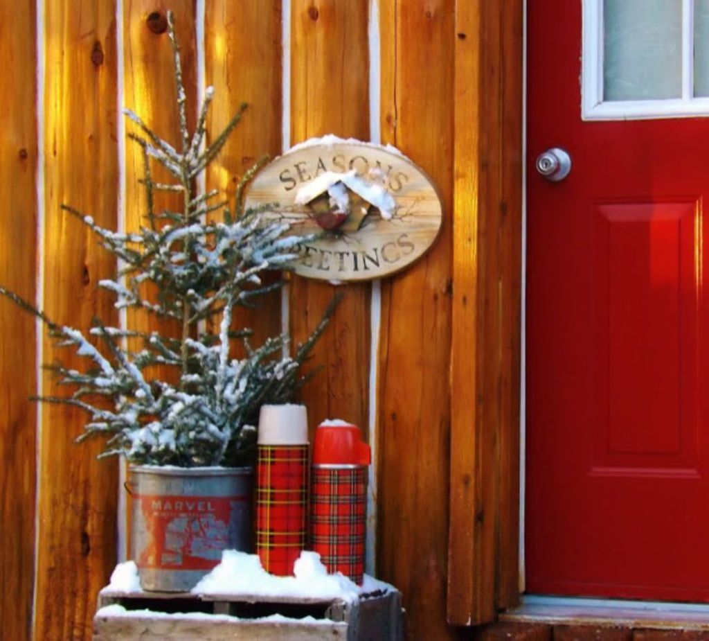Popular Rustic Winter Porch Decoration Ideas 03