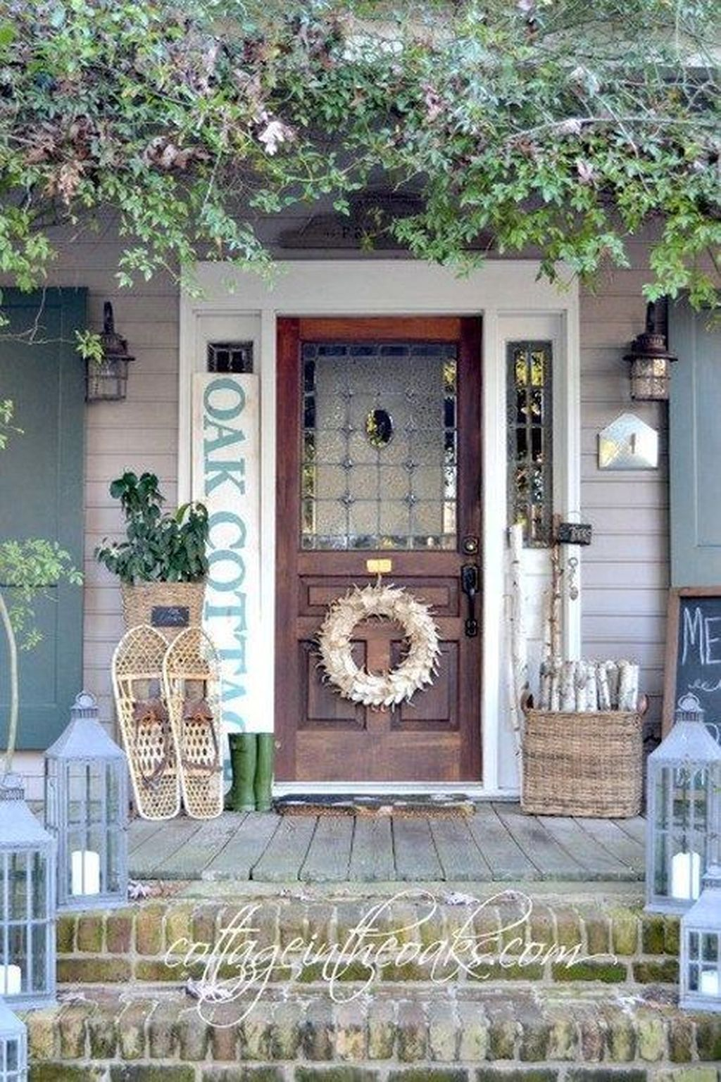 Popular Rustic Winter Porch Decoration Ideas 17