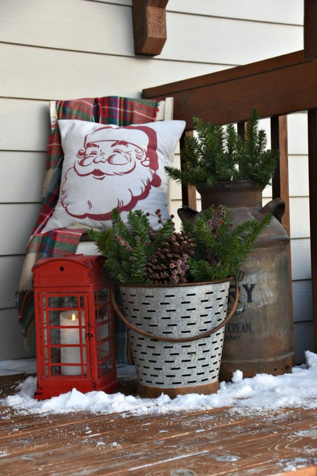 Popular Rustic Winter Porch Decoration Ideas 27