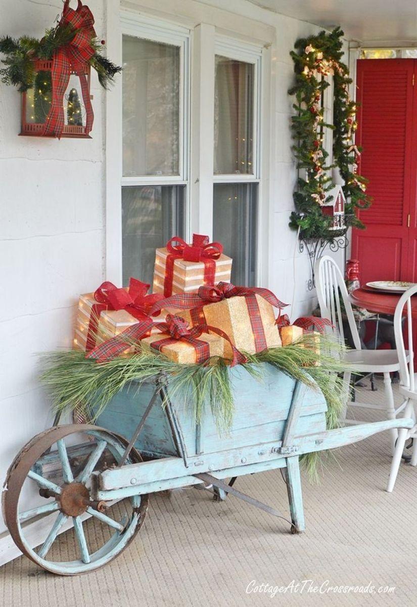 Popular Rustic Winter Porch Decoration Ideas 31