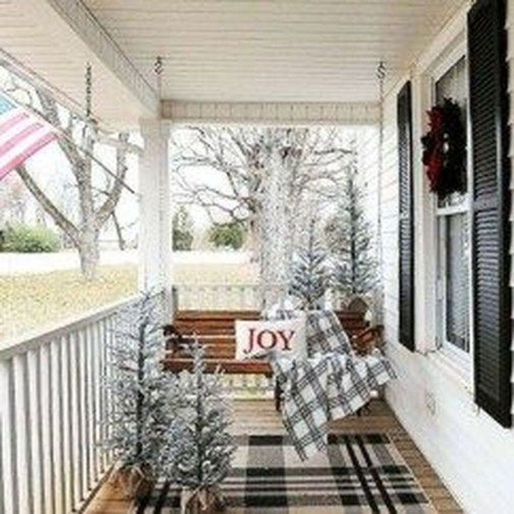 Popular Rustic Winter Porch Decoration Ideas 35