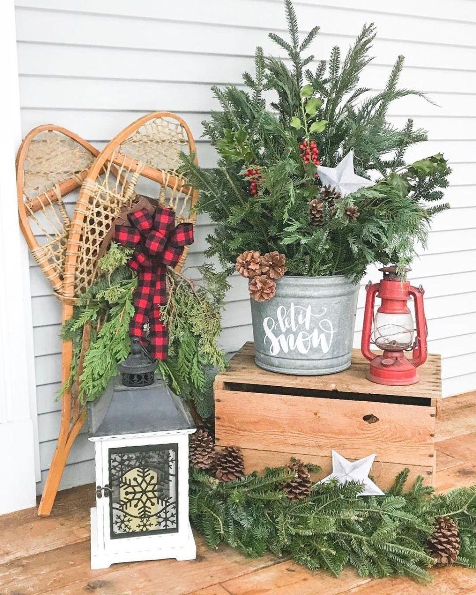Popular Rustic Winter Porch Decoration Ideas 47