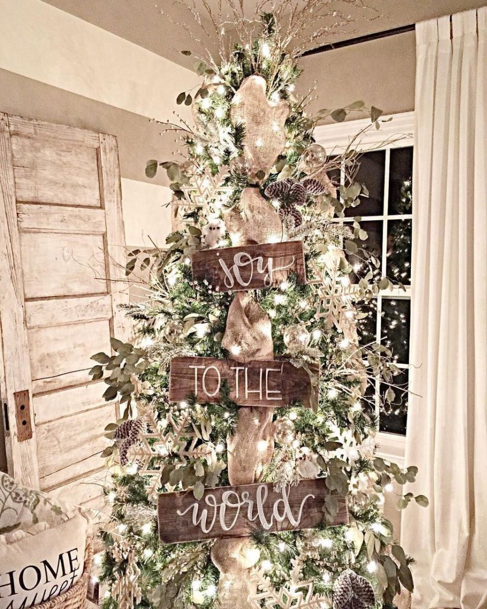 Stunning White Christmas Tree Ideas To Decorate Your Interior 04