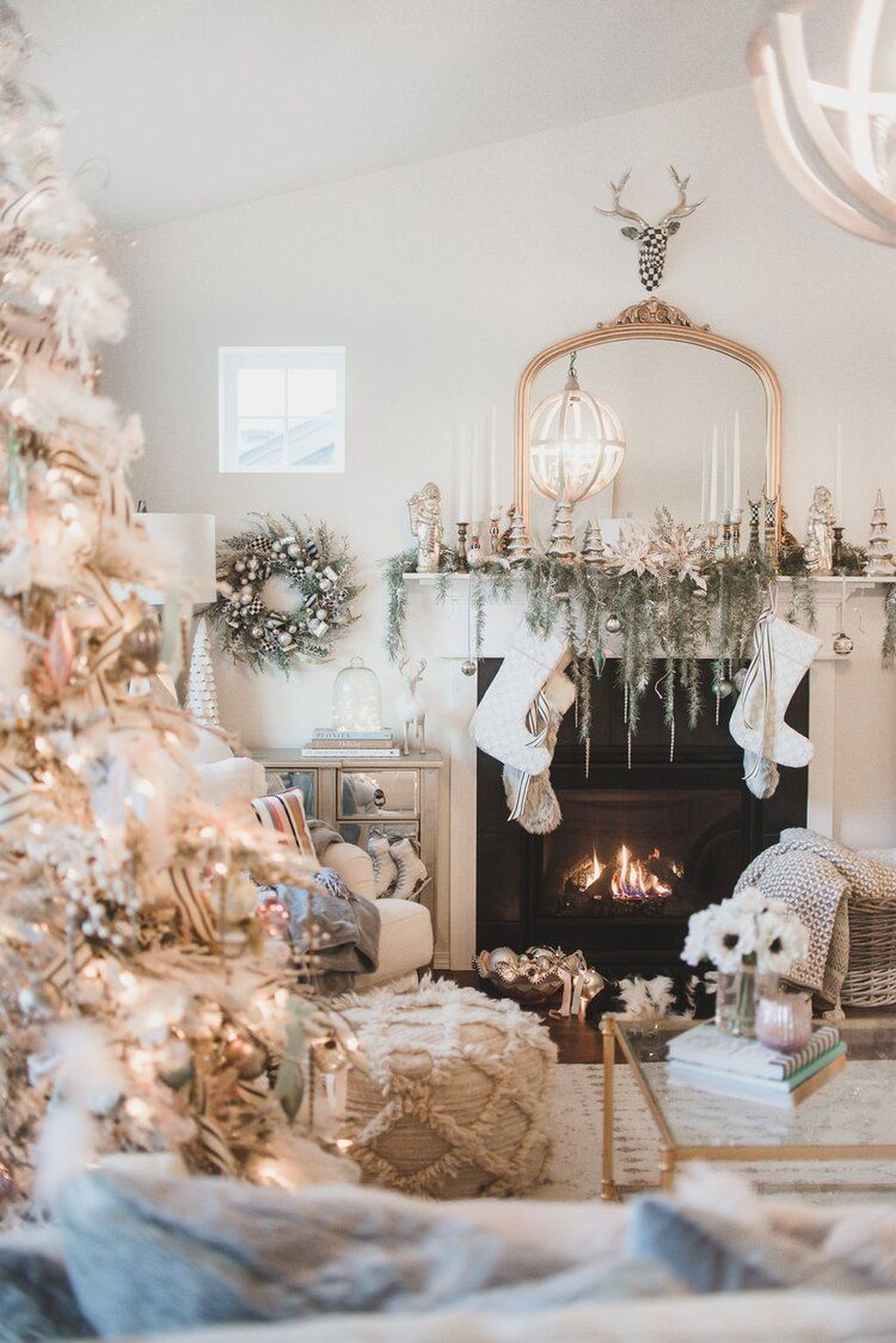 Stunning White Christmas Tree Ideas To Decorate Your Interior 08