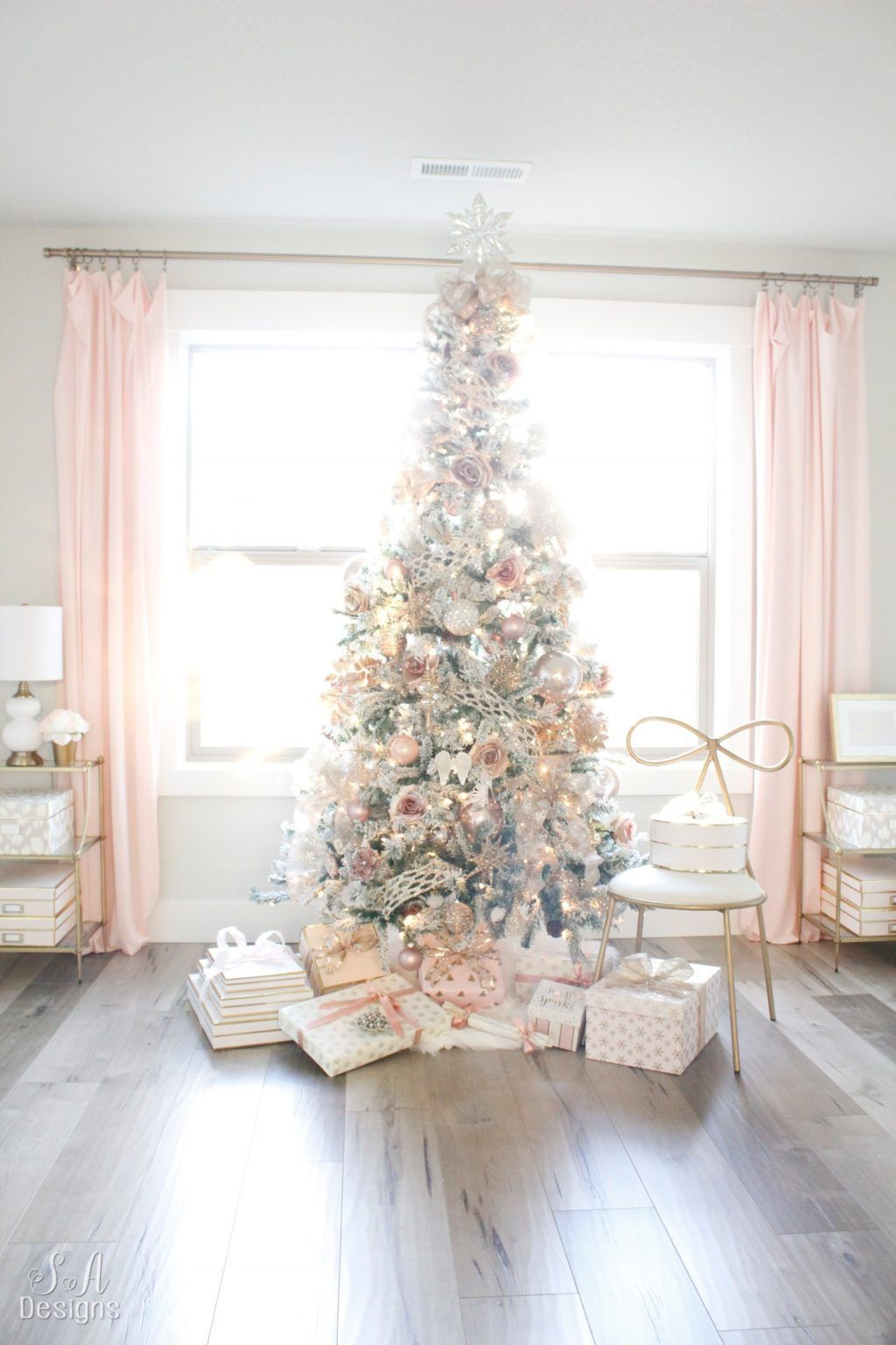 Stunning White Christmas Tree Ideas To Decorate Your Interior 09