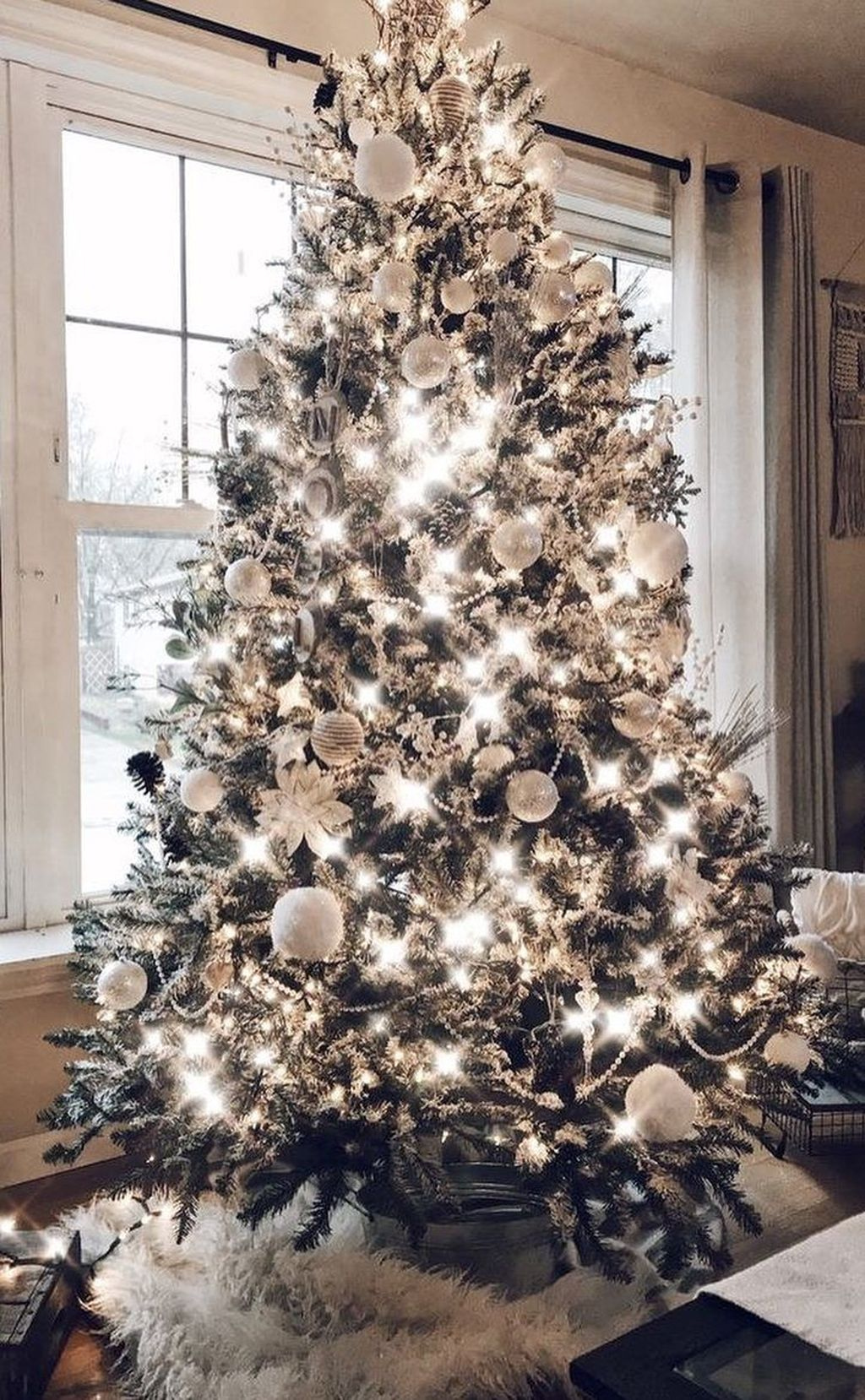 Stunning White Christmas Tree Ideas To Decorate Your Interior 38