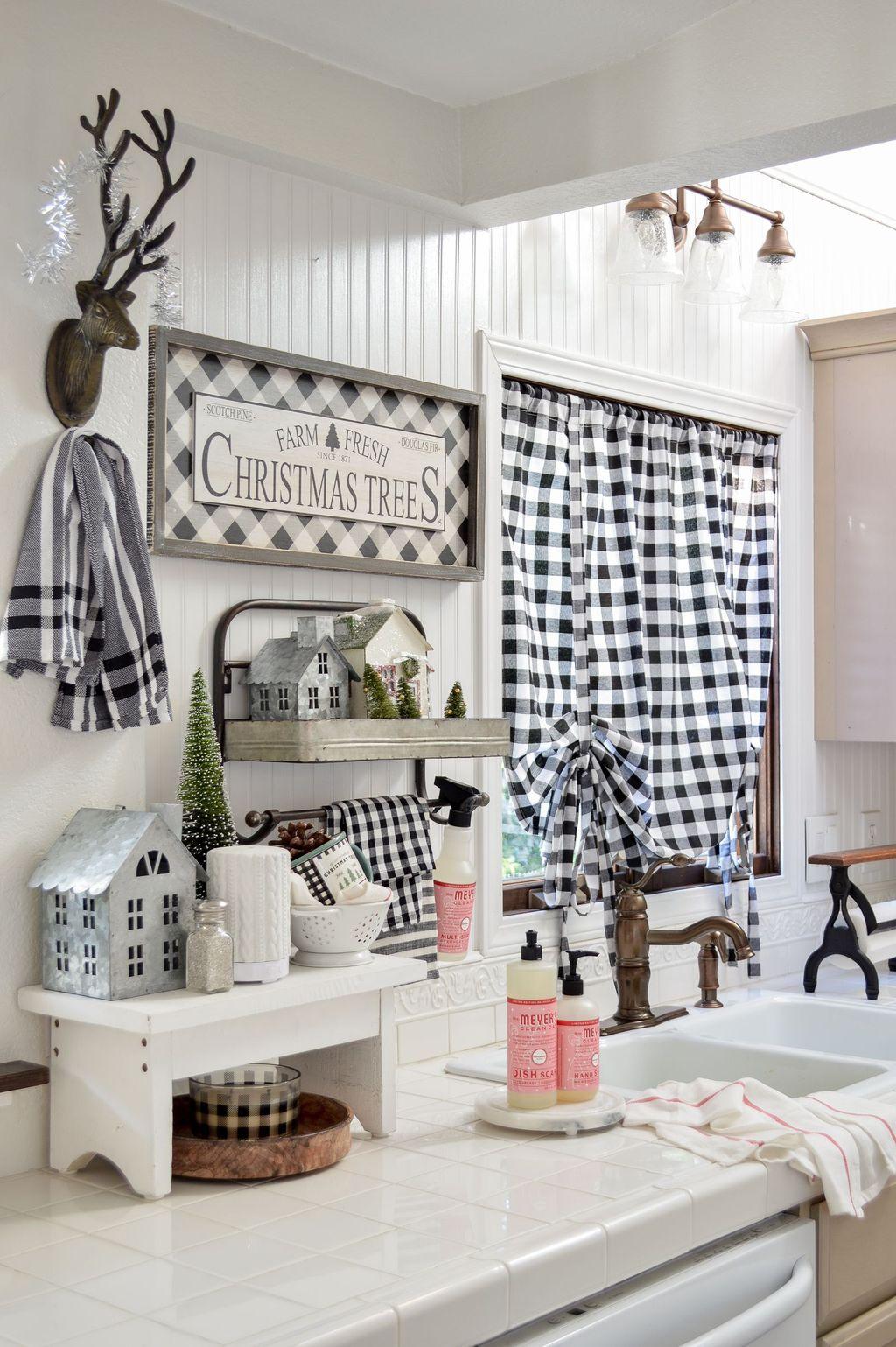 Stunning Winter Theme Kitchen Decorating Ideas 10