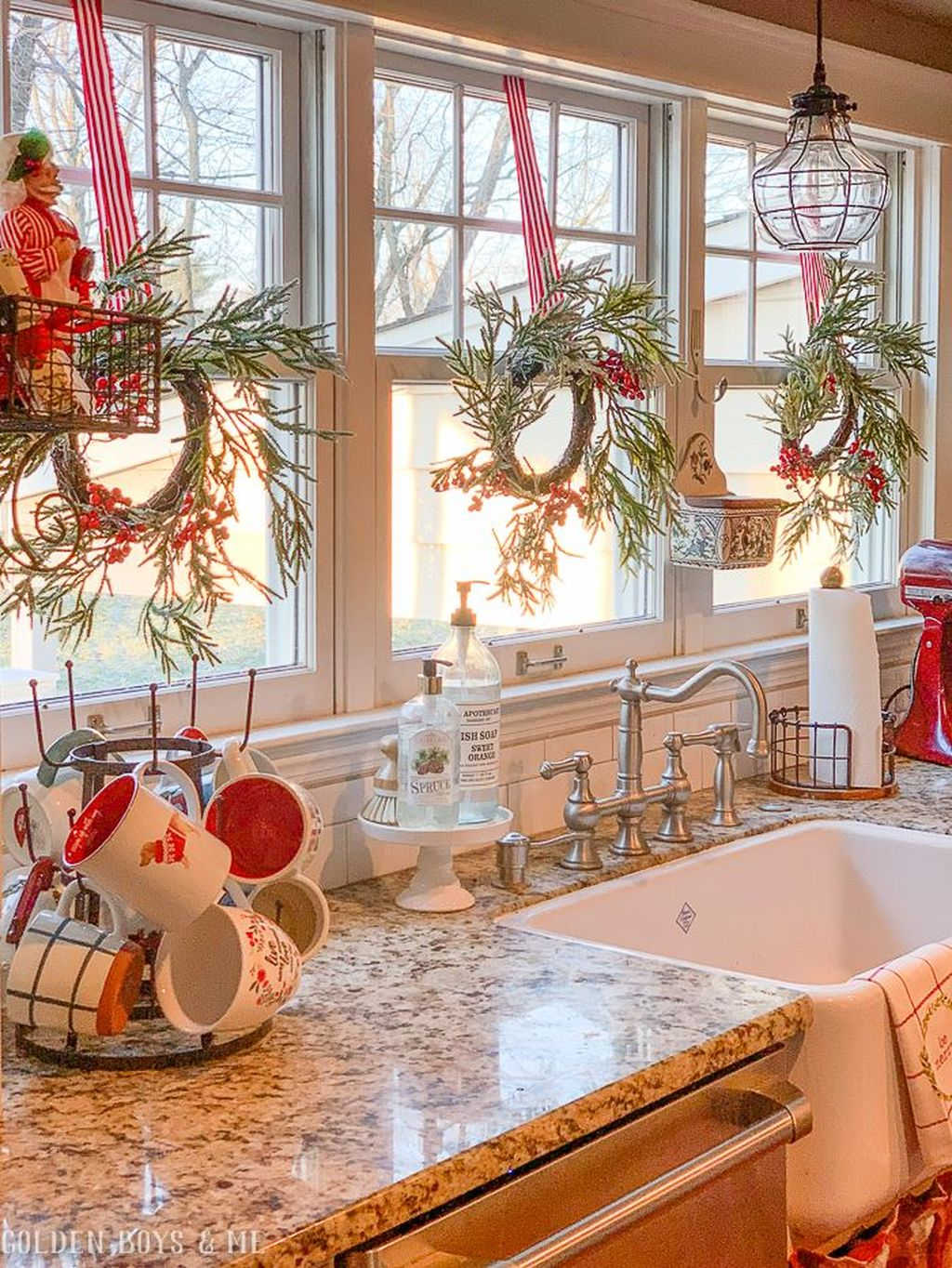 Stunning Winter Theme Kitchen Decorating Ideas 14