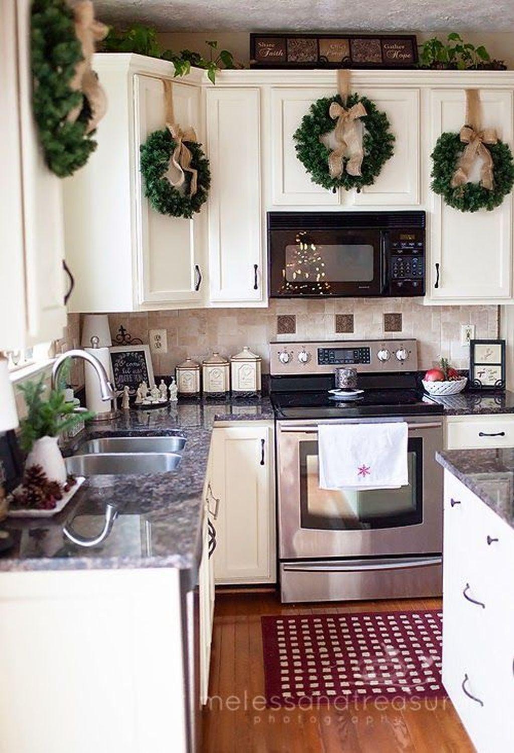 Stunning Winter Theme Kitchen Decorating Ideas 21