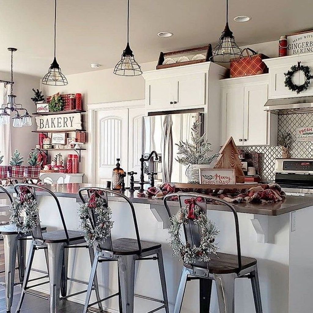 Stunning Winter Theme Kitchen Decorating Ideas 22