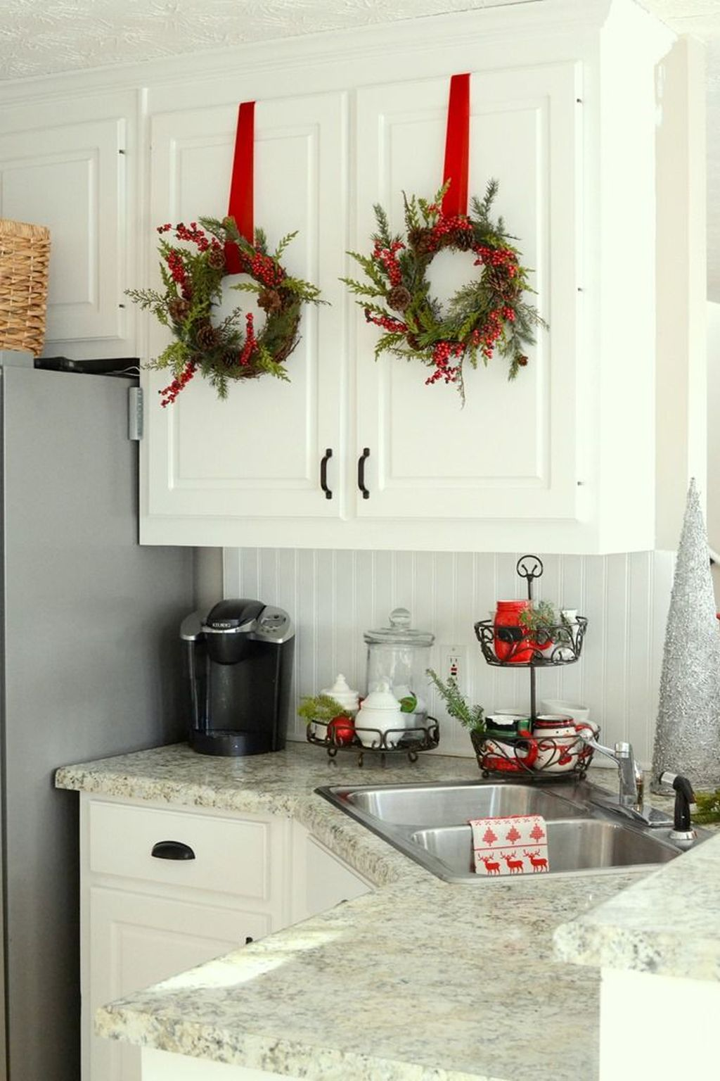 Stunning Winter Theme Kitchen Decorating Ideas 24