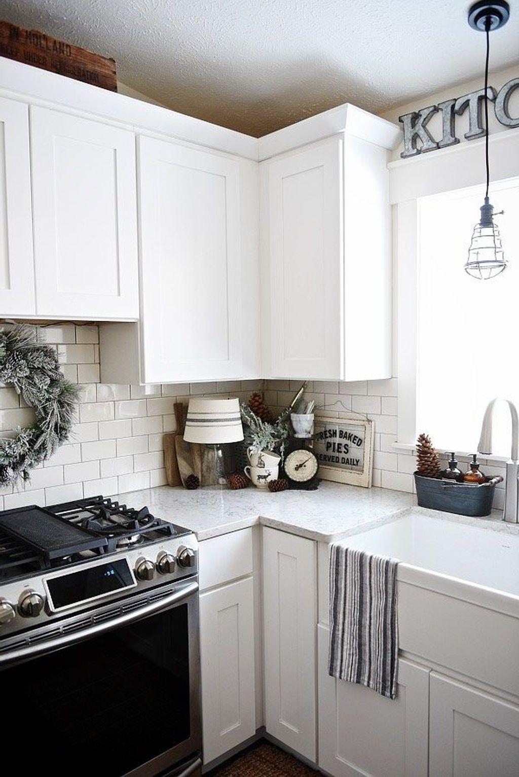 Stunning Winter Theme Kitchen Decorating Ideas 26