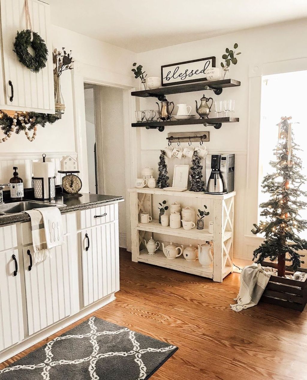 Stunning Winter Theme Kitchen Decorating Ideas 29