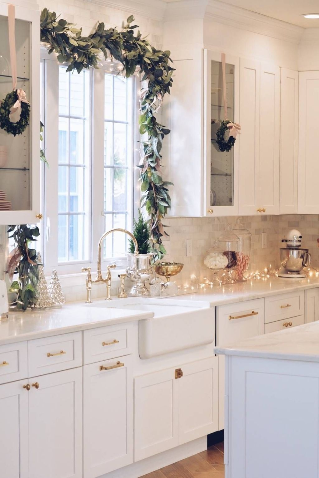 Stunning Winter Theme Kitchen Decorating Ideas 42