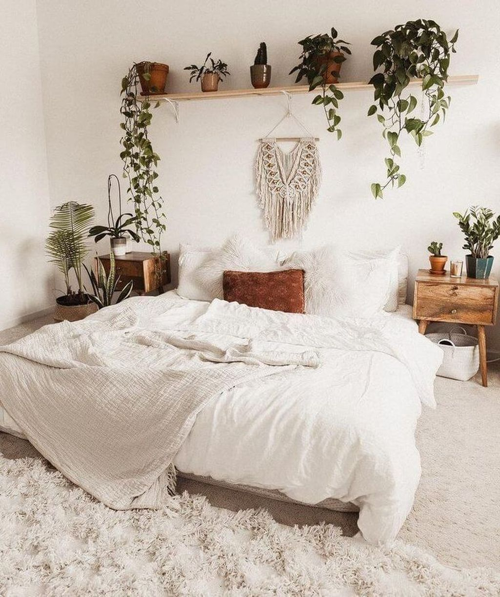 Lovely Bedroom Decor With Plant Ideas 06