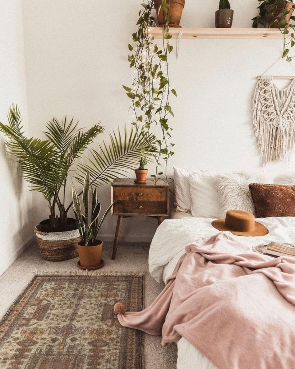 Lovely Bedroom Decor With Plant Ideas 07