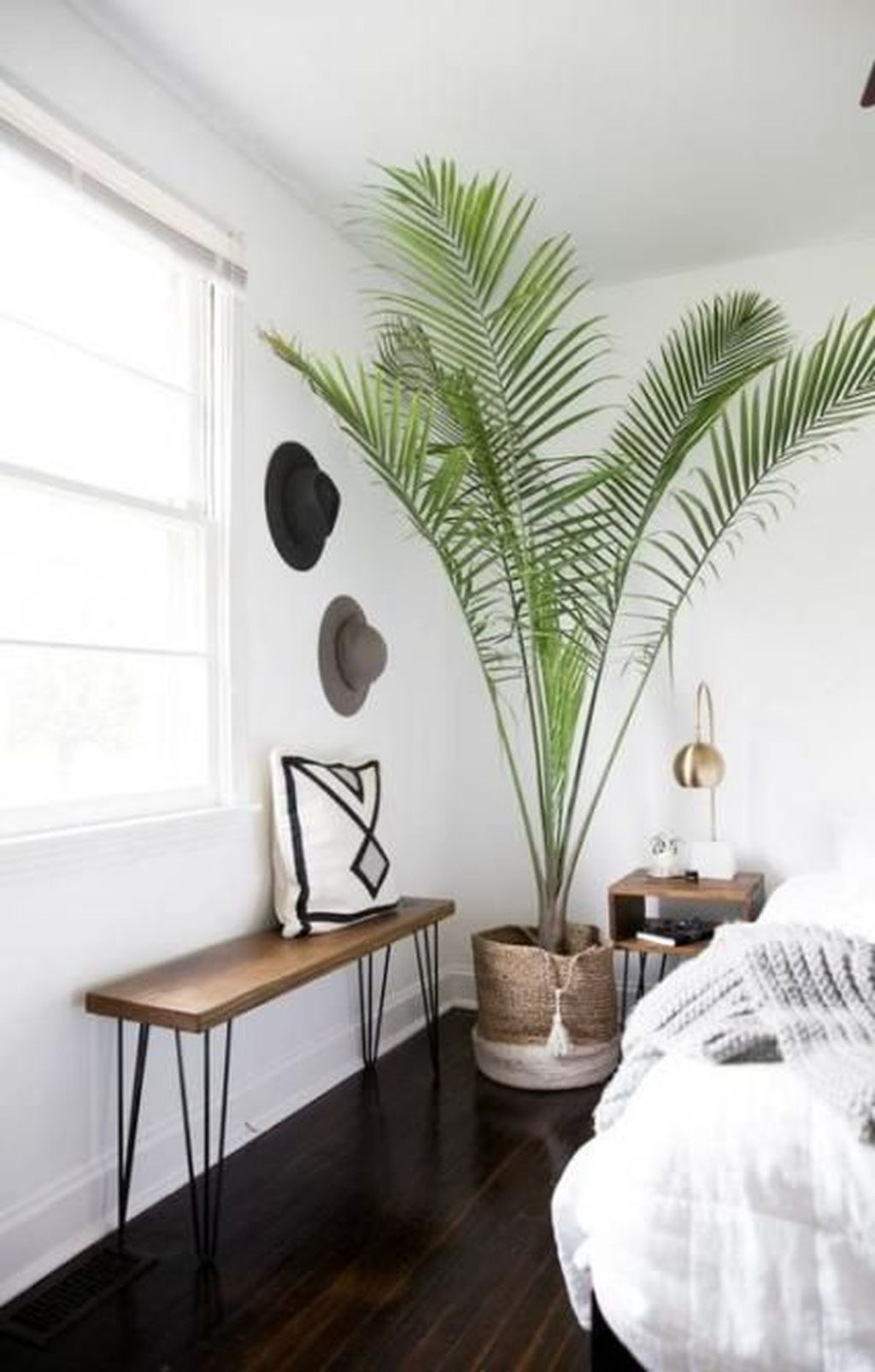 Lovely Bedroom Decor With Plant Ideas 09