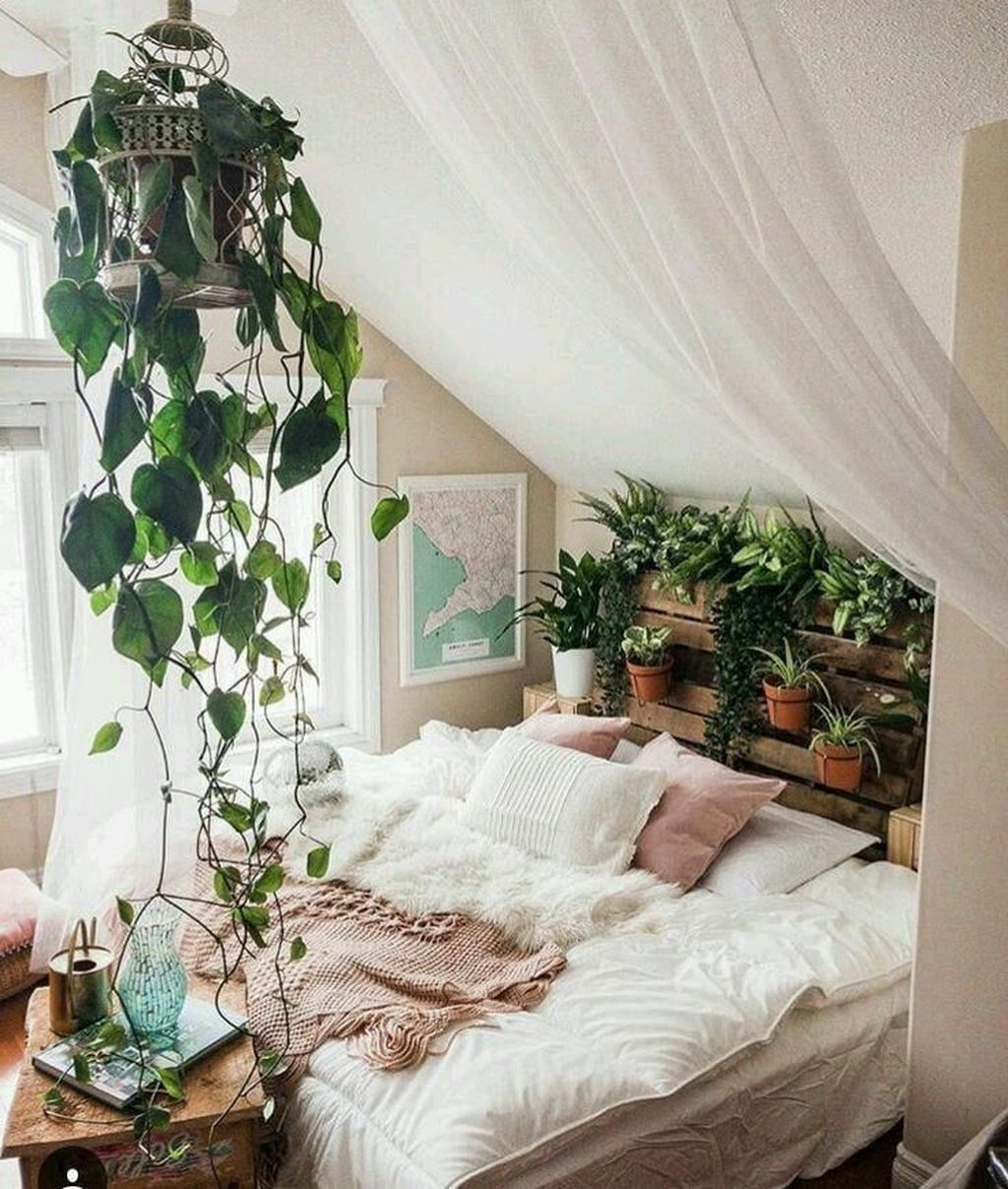 Lovely Bedroom Decor With Plant Ideas 19