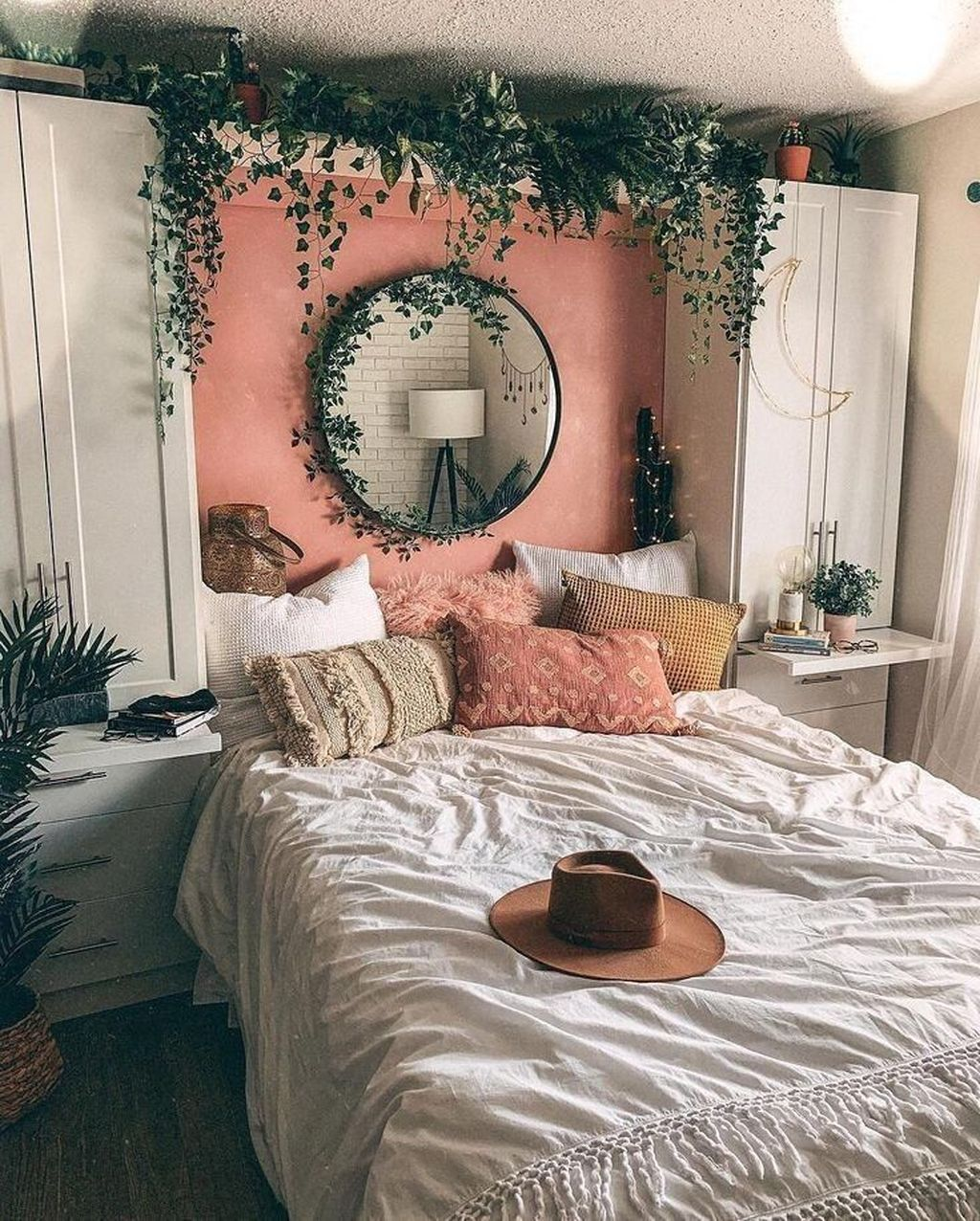 Lovely Bedroom Decor With Plant Ideas 29