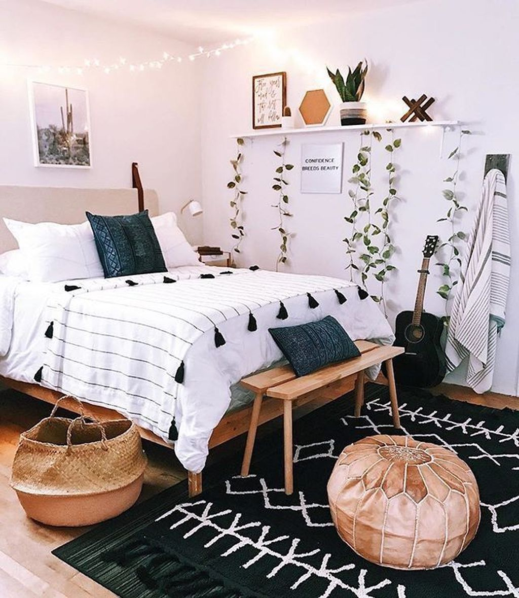 Lovely Bedroom Decor With Plant Ideas 32