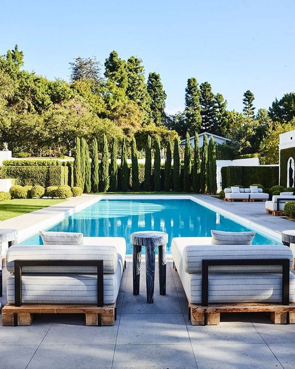 Lovely Swimming Pool Garden Ideas To Get Natural Accent 03