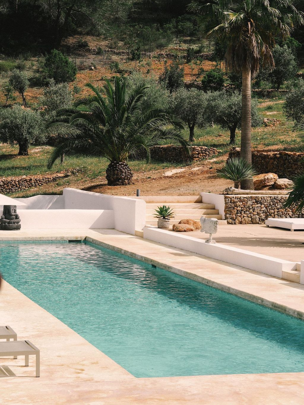 Lovely Swimming Pool Garden Ideas To Get Natural Accent 21