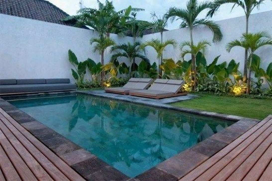 Lovely Swimming Pool Garden Ideas To Get Natural Accent 22