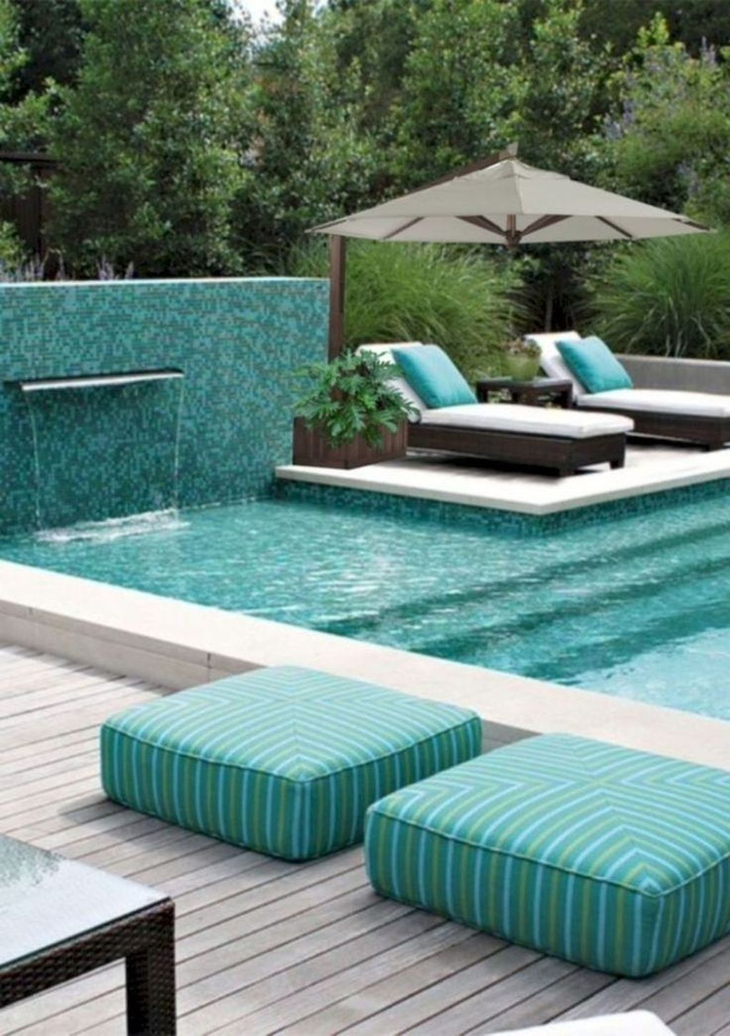 Lovely Swimming Pool Garden Ideas To Get Natural Accent 33
