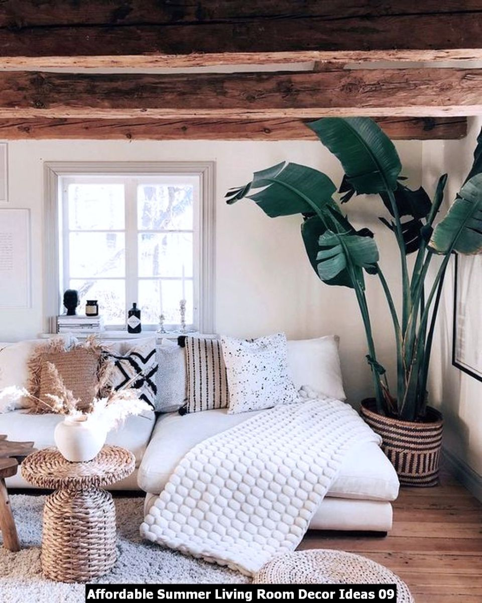 Affordable Summer Living Room Decor Ideas 09