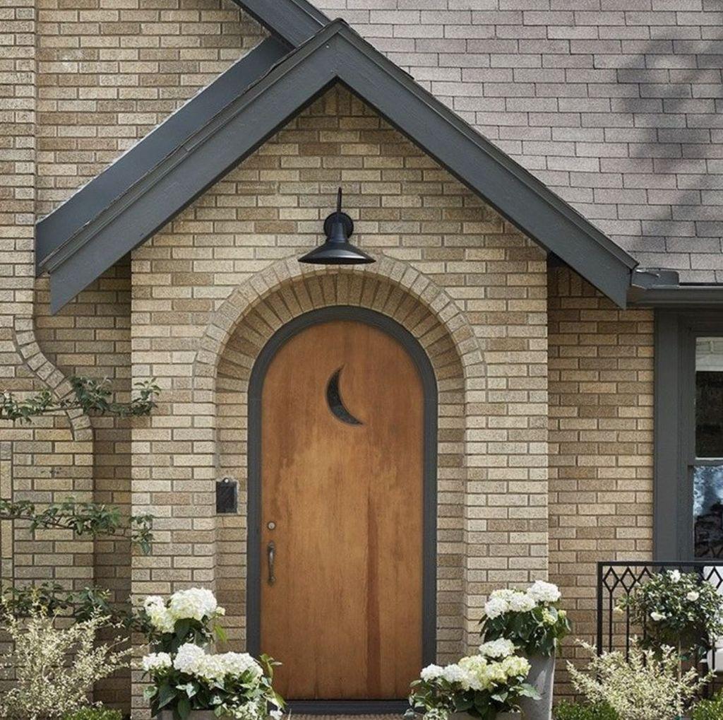 Awesome Yellow Brick House Exterior Design Ideas 11