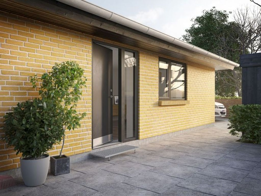Awesome Yellow Brick House Exterior Design Ideas 29