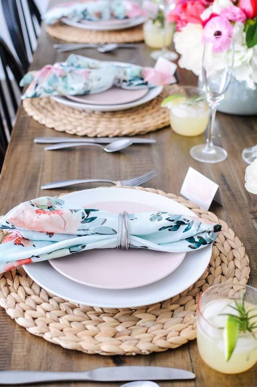 Beautiful Farmhouse Spring Table Decor Ideas 19