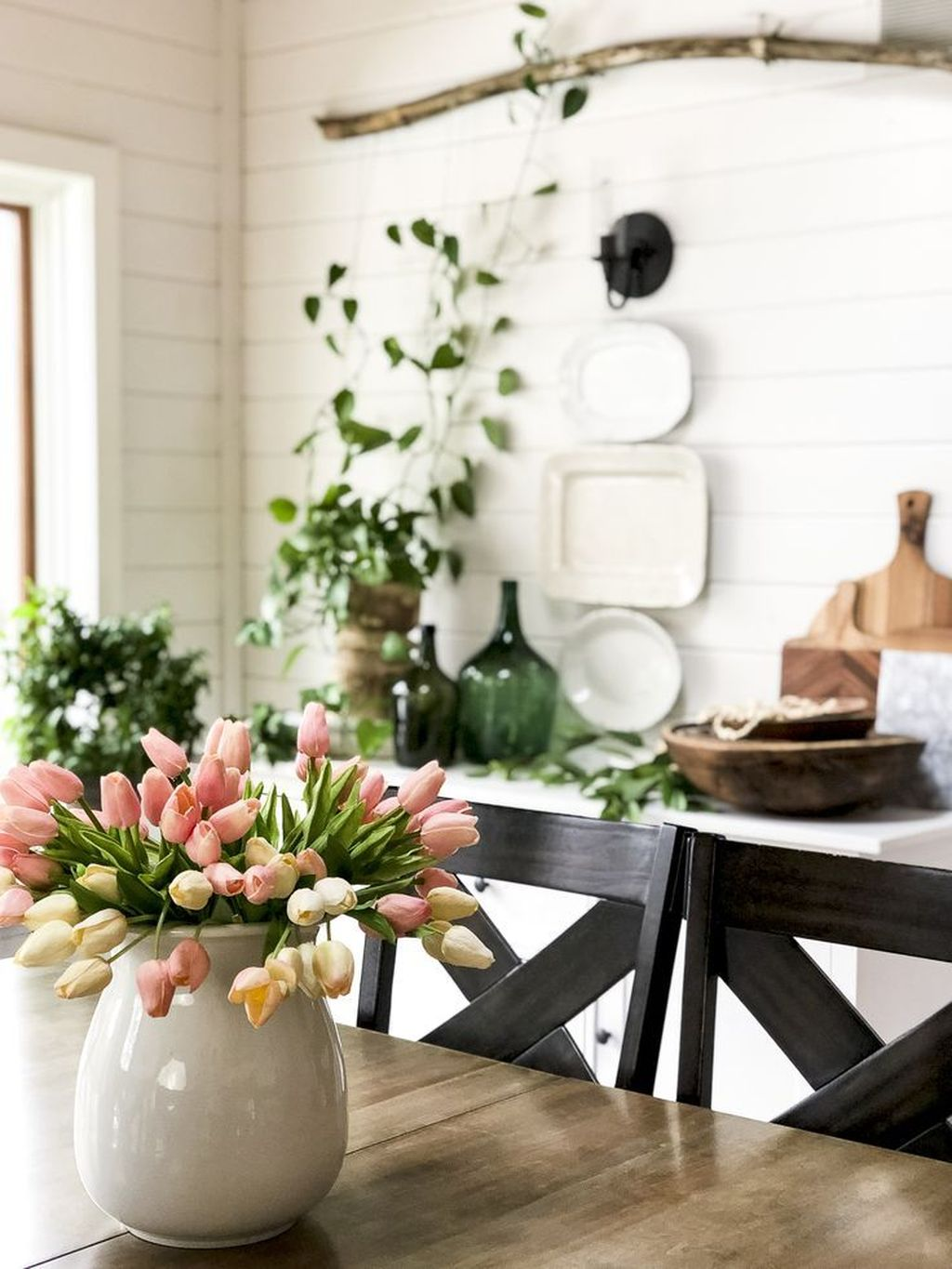Fascinating Spring Farmhouse Decor Ideas You Should Copy 08