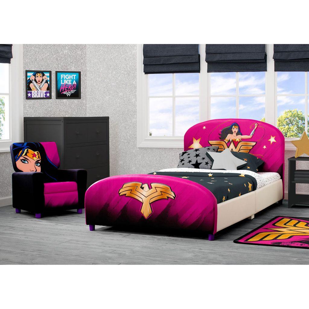 Fascinating Superhero Theme Bedroom Decor Ideas 06