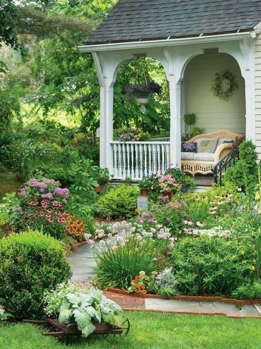 Inspiring Beautiful Front Yard Landscaping Ideas 20